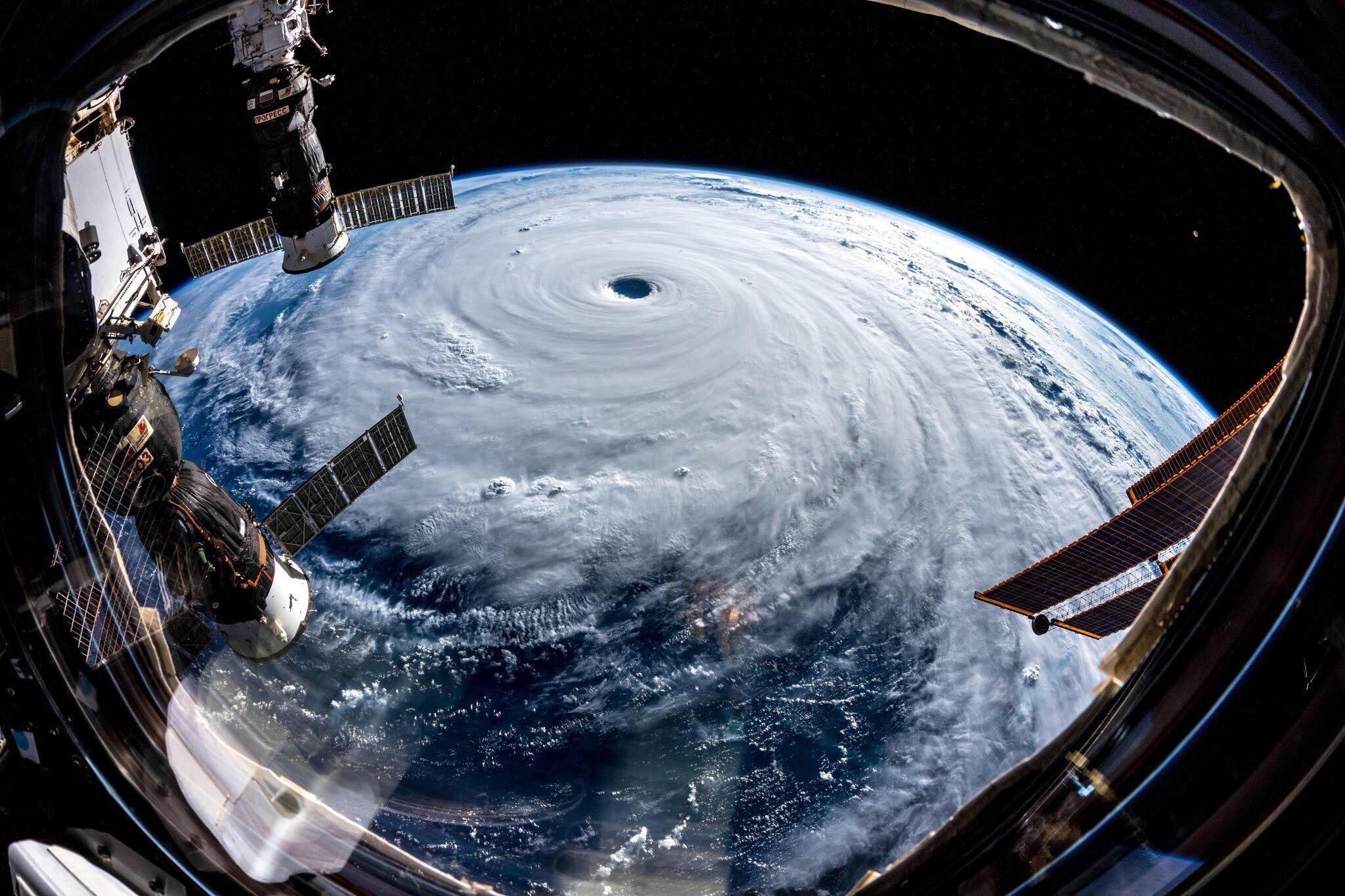 台風19号 衛星写真